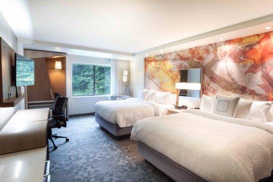 Lenox, MA: Queen Queen guest room