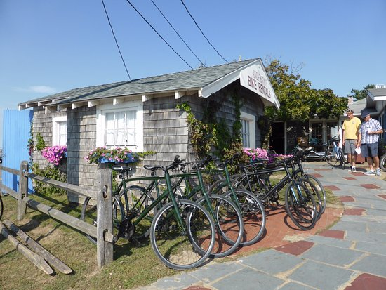 ‪‪Oak Bluffs‬, ماساتشوستس: quirky bike hut‬