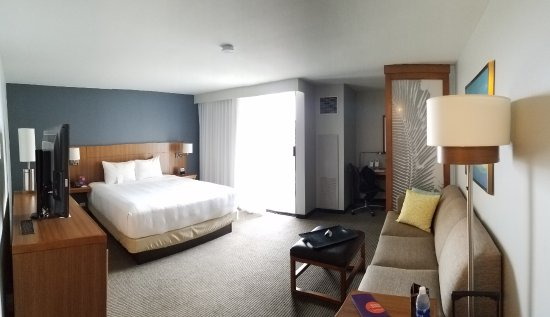 Hyatt Place Waikiki Beach: Fairly spacious room with a desk and couch for relaxing