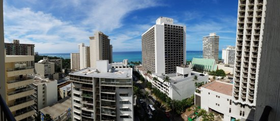 Hyatt Place Waikiki Beach: About a block away from the beach behind the Marriott