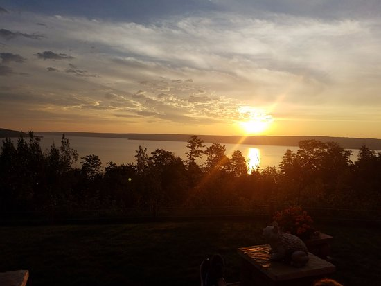 Holiday Inn Express Munising -  Lakeview: sunrise from outdoor seating area