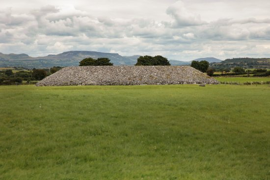 Carrowmore Megalithic Cemetery: Central Tomb (Listoghil)