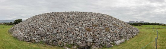Carrowmore Megalithic Cemetery: Closer panoramic of Central Tomb (Listoghil)