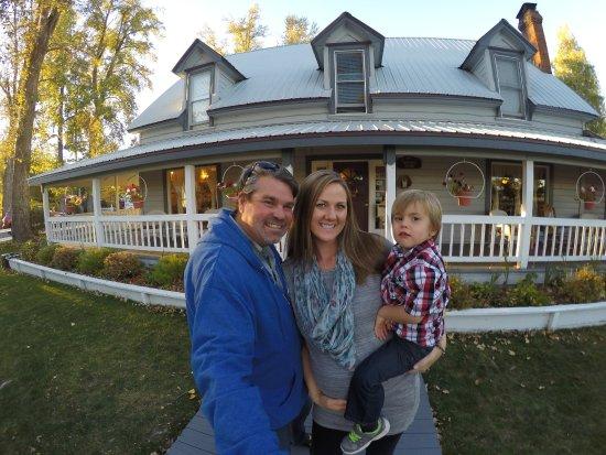 The Bidwell House B&B Inn : Our Family visiting Bidwell House