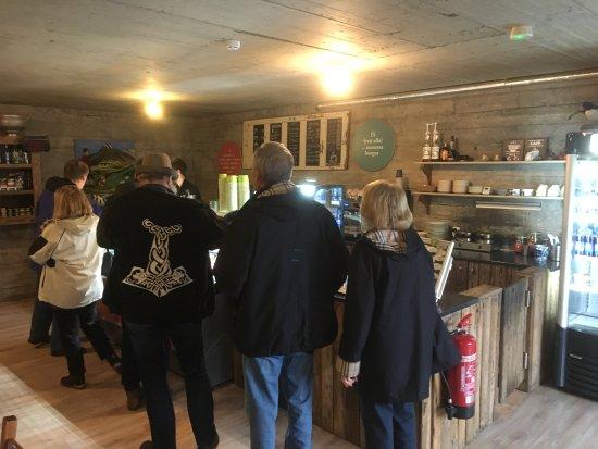 Laugarvatn, Islandia: in line for ice cream