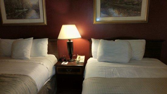 Fireside Inn & Suites Portland: Tiny pillows