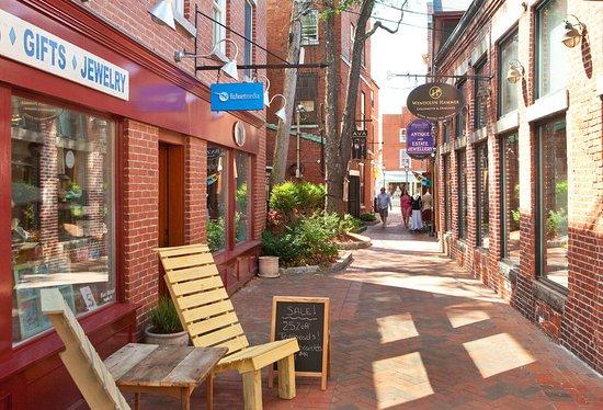 Sheraton Portsmouth Harborside Hotel: Commercial Alley