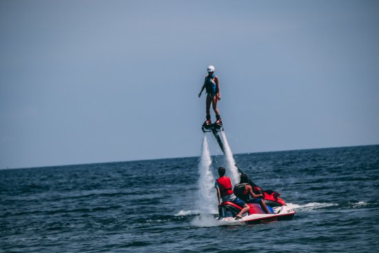 Turkey Point, Canada: Certified Pro Flyboard Instructors look on throughout the entire duration of your rental.
