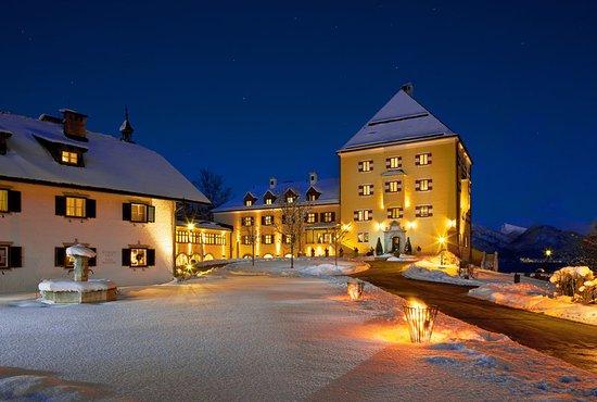 Hof bei Salzburg, Austria: Exterior at night