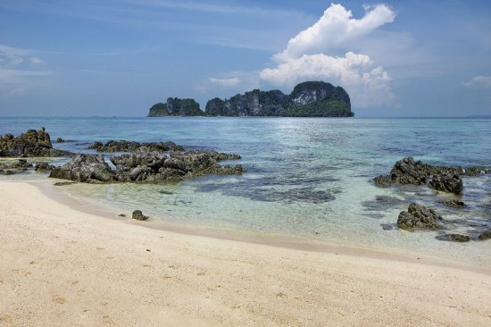 Le Meridien Phuket Beach Resort: Bamboo Island beach