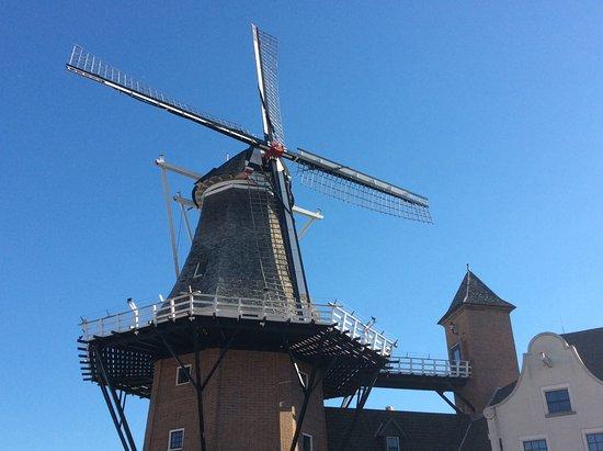 Pella, IA: Windmill