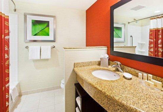 La Vista, NE: Bathroom