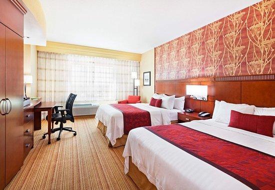 La Vista, NE: Queen/Queen Guest Room