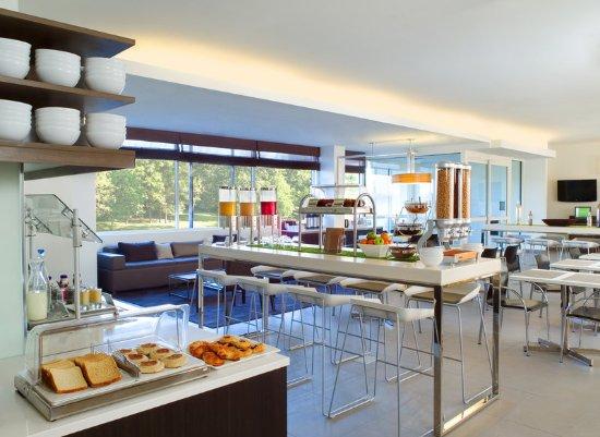 Element Ewing Princeton: Rise: Breakfast Bar