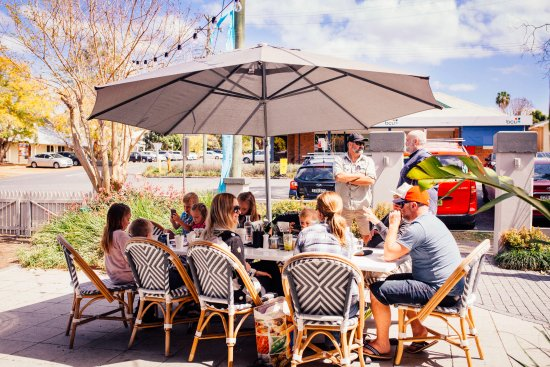 Bellingen, ออสเตรเลีย: Bring your whole family along to Cedar Bar & Kitchen