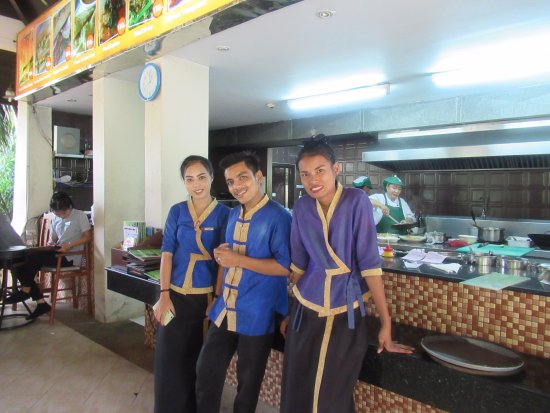 Kata Palm Resort & Spa: Lovely staff in the Angkor Restaurant open daily till 6pm