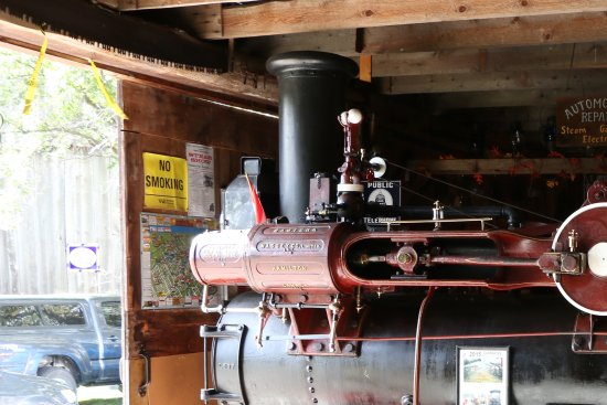 Fenelon Falls, Canada: 1895 Sawyer & Massey Traction Engine