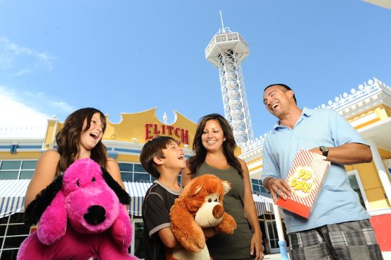 Lakewood, Κολοράντο: Elitch Garden Theme Park Packages Available