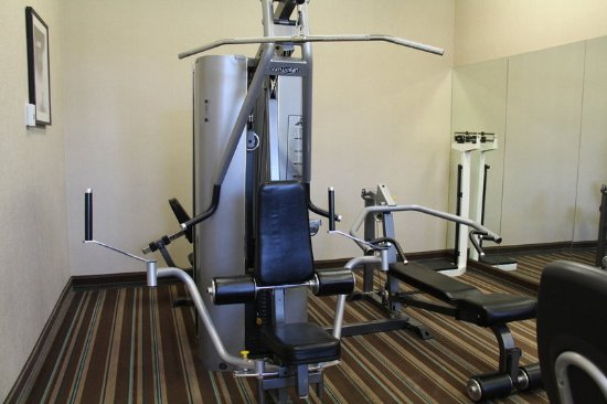 Lakewood, Κολοράντο: Bring along your workout shoes  and hit the gym during your stay