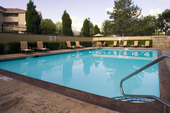 เลกวูด, โคโลราโด: Seasonal outdoor pool just outside of Denver