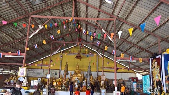 ฉลอง, ไทย: Temple