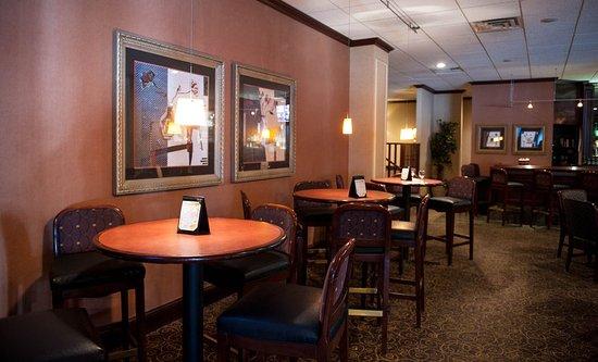 Radisson Hotel-Utica Centre: Encore Lounge