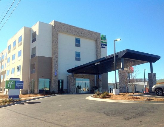 Welcome to the New Holiday Inn Express & Suites Tahlequah, OK!