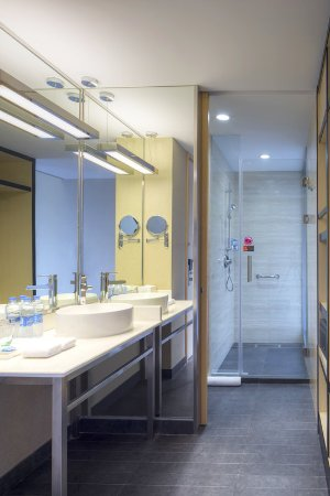 Aloft Yancheng: Guest Bathroom