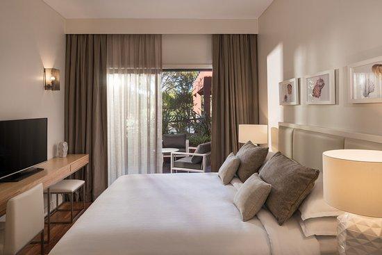 Sheraton Cascais Resort: Three-Bedroom Premium Residence - Master Bedroom