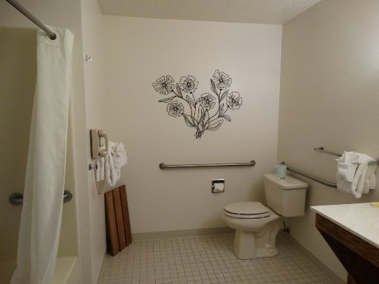 Lusk, WY: Bathroom