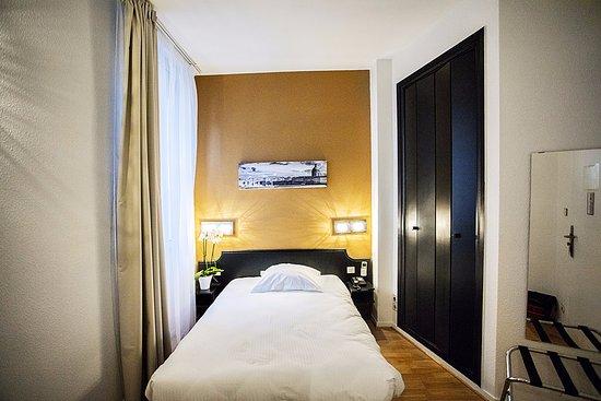 Hotel Occitania Photo