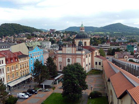 Děčín, Česká republika: View over Decin and the Holy cross church