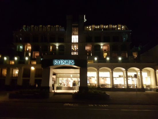 Rydges Lakeland Resort Hotel Queenstown: Across the Road