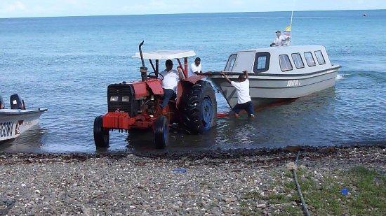 National Park Gorgona: Ein Boot wird klar gemacht
