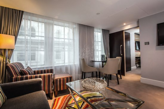 Crowne Plaza London The City: British Designer Inspired Suite - Paul Smith