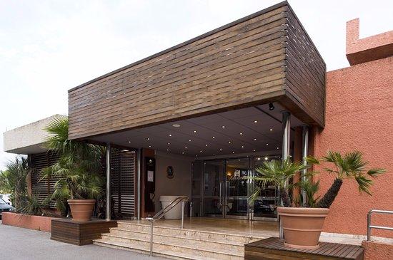 Le Boulou, Γαλλία: L'accès au restaurant se fait via le casino (entrée réservée aux personnes majeures).