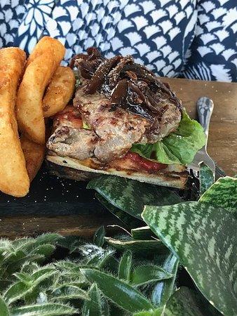 Little Sista Cafe: Cheap tough steak!