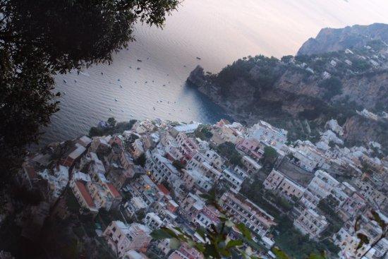 Montepertuso, Italia: lungo i mille scalini