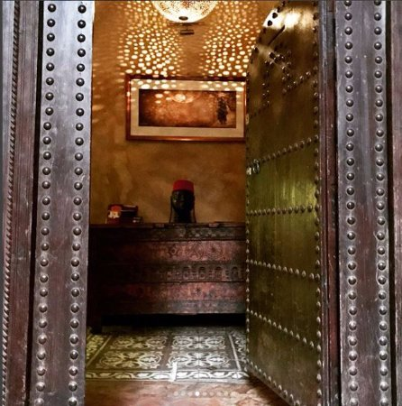 Zamzam Riad: Entrance to ZamZam
