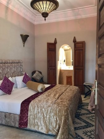 Zamzam Riad: Beds are so comfortable, room is perfect size and bathroom completely remodeled.