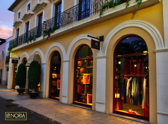 Parque Comercial La Noria Murcia Outlet Shopping  Tienda Carolina Herrera  en La Noria 9adf2c8437b10