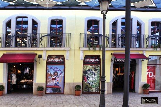 Parque Comercial La Noria Murcia Outlet Shopping  Tienda Desigual en La  Noria d6b79517c60fa