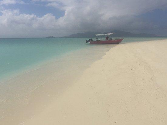 Ausflug mit dem neuen Boot zur Sandbank. Im Hintergrund Beqa Island