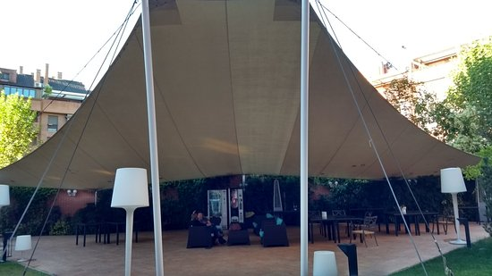 Rafaelhoteles Atocha: Their Noisy Outdoor Music Venue