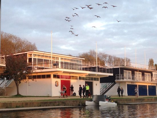 Oxford River Cruises : One of the university boat houses