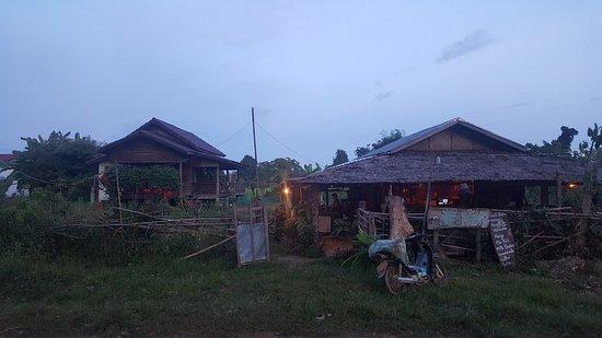 Don Det, Laos: The Garden of Nang in der Dämmerung