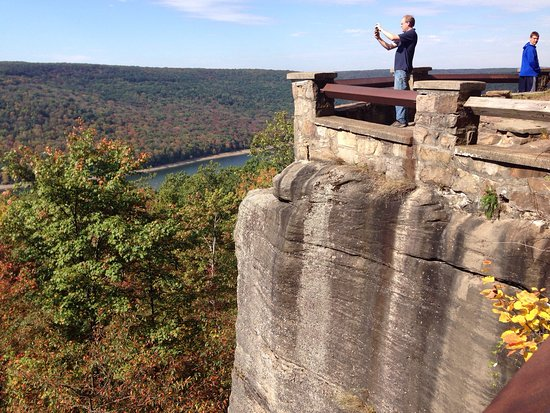 Warren, PA: Beautiful lookout sight especially in the fall