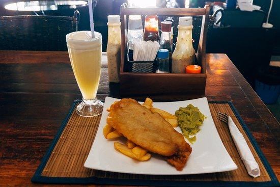 El Murphy's Irish Pub: Lunch (Fish & chips with mushy peas, 220B)