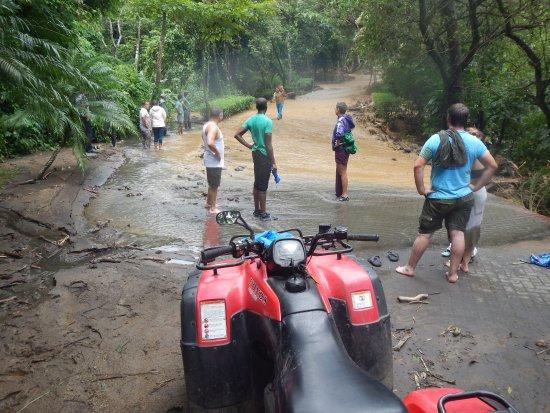 Playa Samara, Costa Rica: Clearing a path