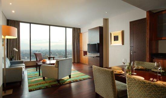 Hilton Bandung : Junior Suite - Living Room